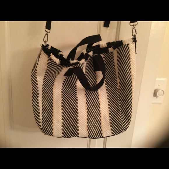 Handbags - Great tote for summer